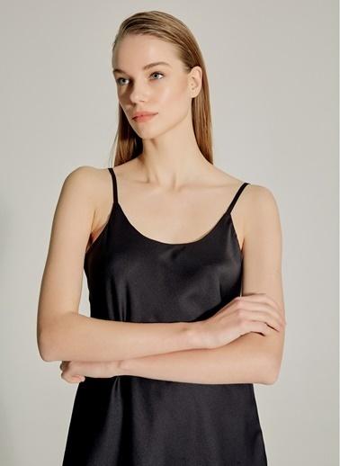 NGSTYLE PREMIUM - İpekli Saten İnce Askılı Bluz Siyah